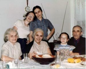 Left to right: Shifra (Syuta) Zhivotovskaya, Emily Shklyanoy, Rakhil Gnoyenskaya, Bena Shklyanoy, Polina Shklyanoy, Avram Babinsky. Chicago. Year 1982.