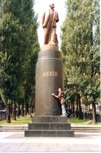 Kiev. Statue of Lenin (removed in 2014) at the foot of the Shevchenko Blvd. Year 1997.