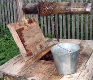 Water well. (Photo from http://mv74.ru/travel/ozero-arakul.html).