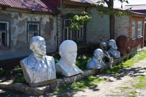Past Glory: discarded busts of Lenin and Marx. (Photo from http://ru-lenin.livejournal.com/385800.html).