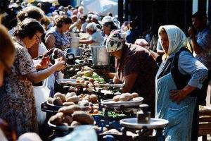 Farmers market. (Photo from http://www.fresher.ru/2014/10/17/sovetskaya-torgovlya.html).