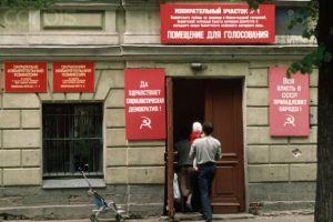 Polling Place. (Photo from http://fishki.net/50223-to-chto-my-bolshe-nikogda-ne-uvidim-19-foto loaded from http://soviet-life.livejournal.com/1564398.html).